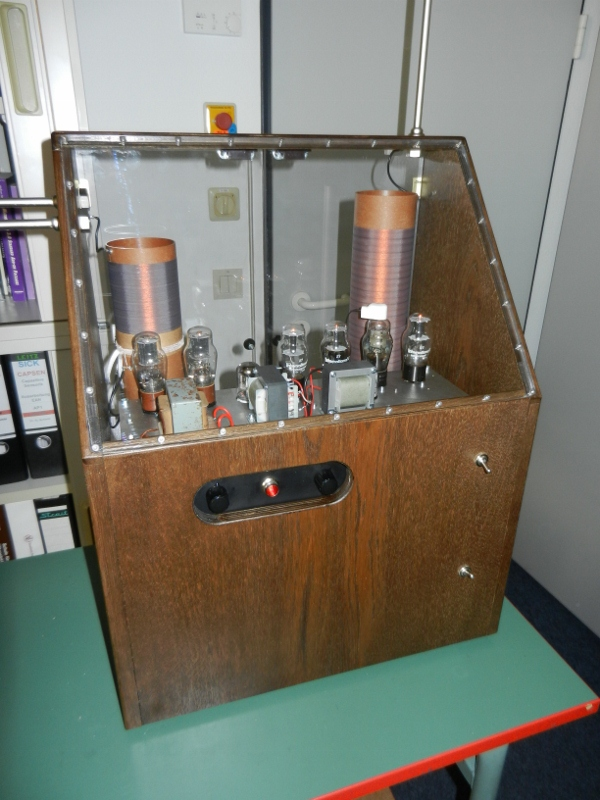 Replica RCA theremin by Frank Blöhbaum
